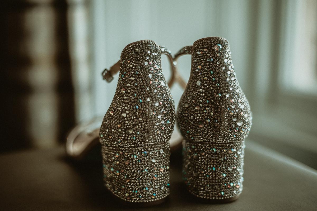Bride's shoes photo idea